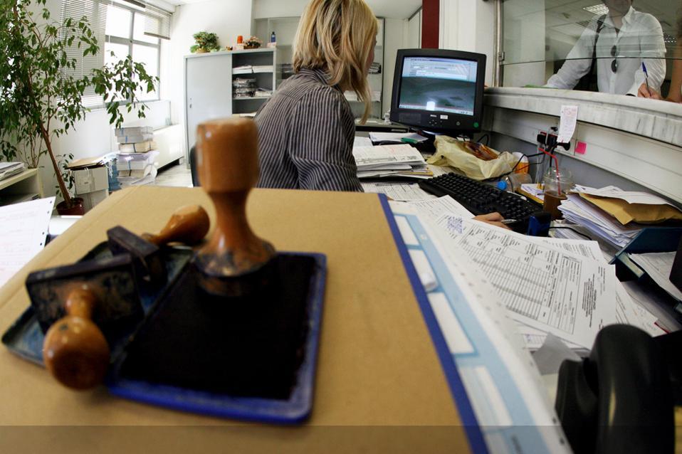 Αποτέλεσμα εικόνας για Ποιες γυναίκες δικαιούνται μια εβδομάδα άδεια μετ΄ αποδοχών με τον νέο νόμο